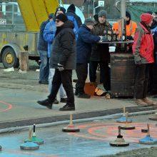 Eisstockschützen schießen erstmals auf neuer Bahn