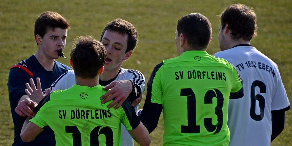 Referee zückt dreimal Rot in hitzigem Bezirksligaspiel