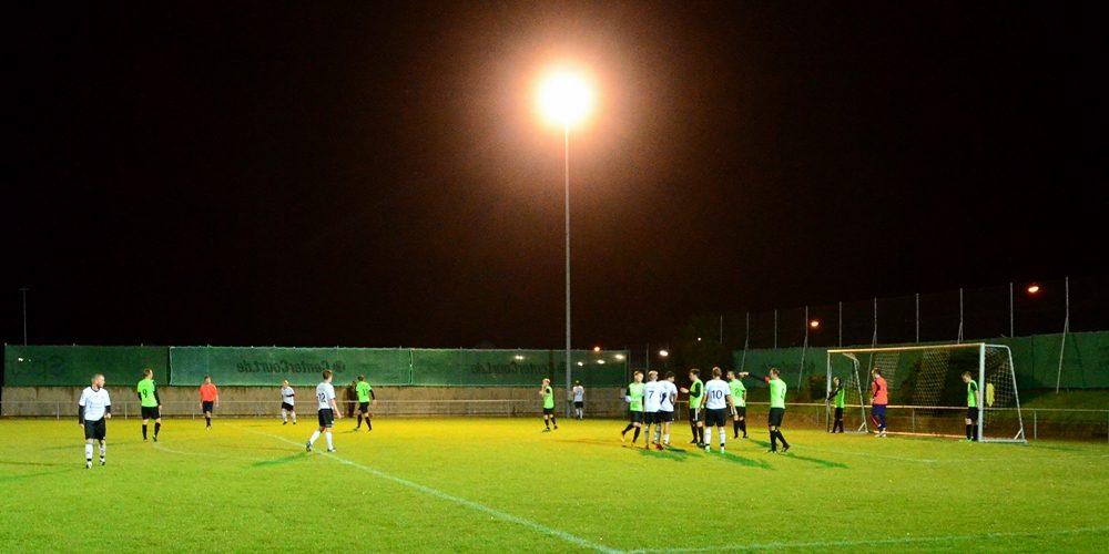 SV Dörfleins gewinnt einseitiges Flutlichtspiel